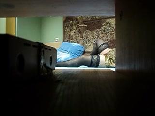 Мамаша трахает молодого парня в пизду после того как он сделал