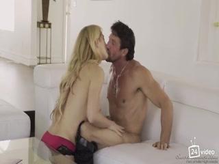 Порно видео со зрелой блондинкой, которая любит сосать хуй