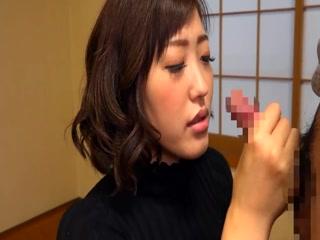 Сын трахает мать-японскую брюнетистую женщину с большими сиськами